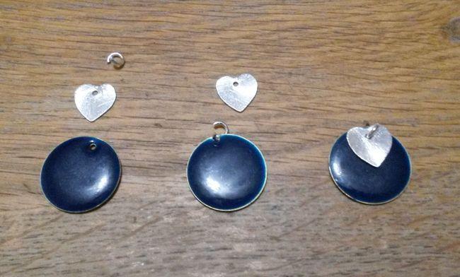 boucles-d-oreille-pastille-metal-pendante